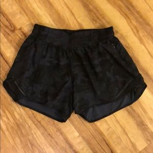 """Lululemon 4"""" Hotty Hot Shorts, Size 6"""